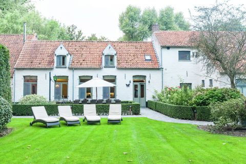 Holiday home of 4 bedrooms in Bruges