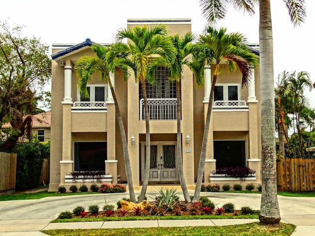 Three Bedroom Townhouse on the Beach