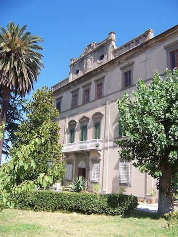 Daily or weekly rental of an apartment on the first floor of noble villa of 1700.