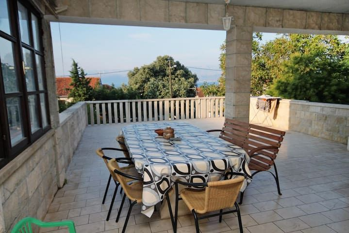 Three bedroom apartment with terrace and sea view Supetar, Brač (A-5662-a)