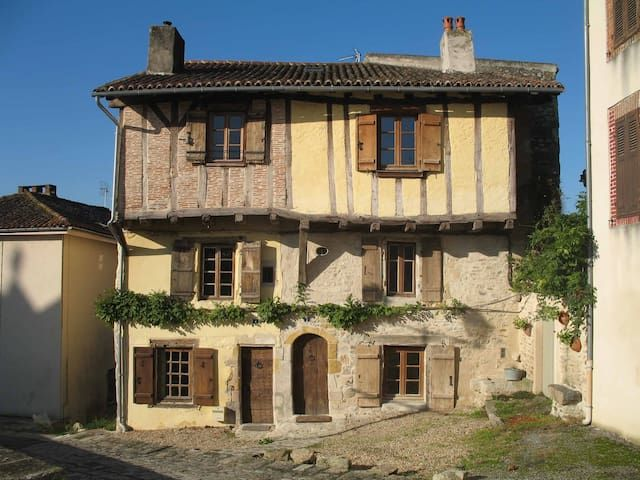 15th-century holiday home, sleeps 8