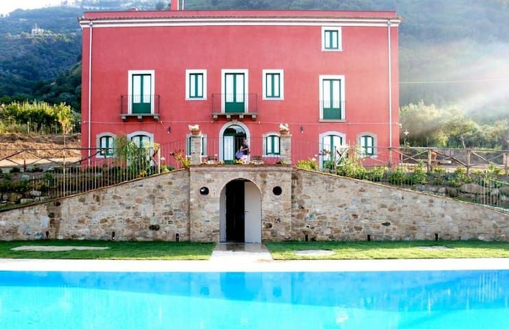 Apt in villa with pool (5pax)