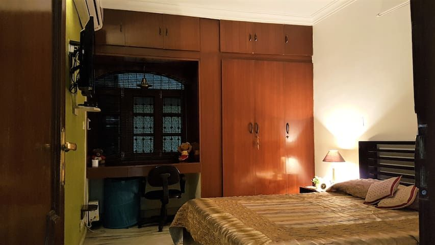 4 Star Service Apartment in Gated South Delhi