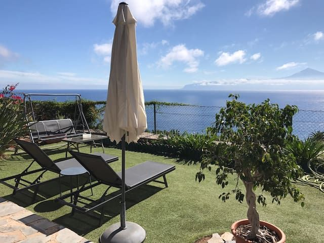 Lovely cottage with stunning views over Tenerife