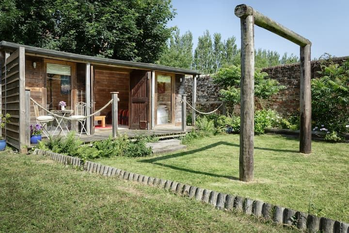 Magic cottage - cosy wood cabin with glamping tent