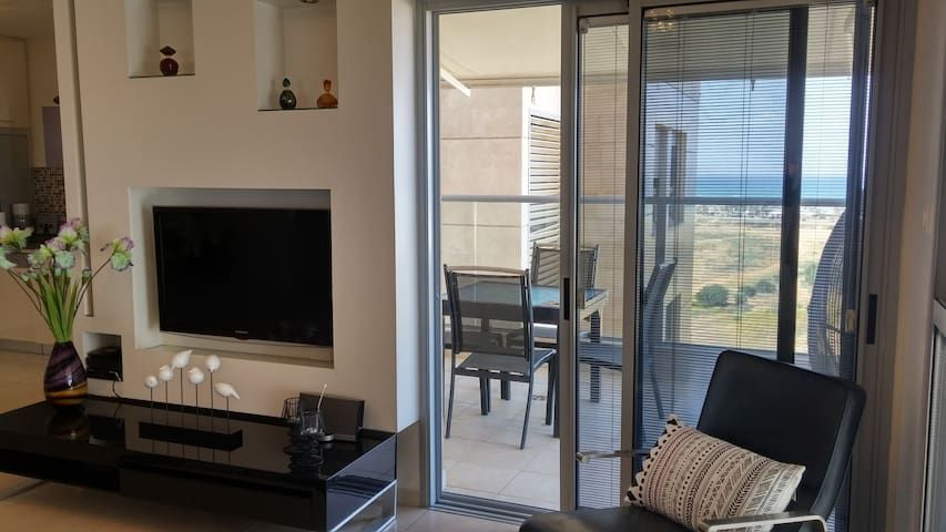 Fantastic 3 bedroom apartment, Ir Yamim, Netanya - EM06