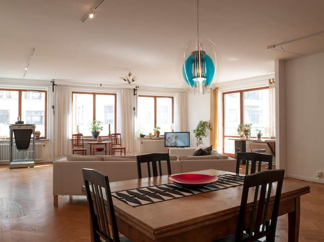 MALMO CITY CENTRE – OFFRE SPACIEUSE! (140 m²)  FREE WIFI