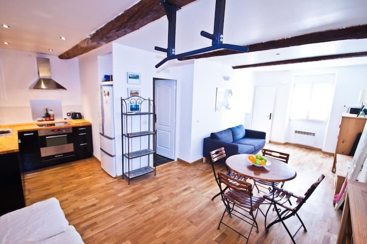 Stylish 2 room apartment, old town