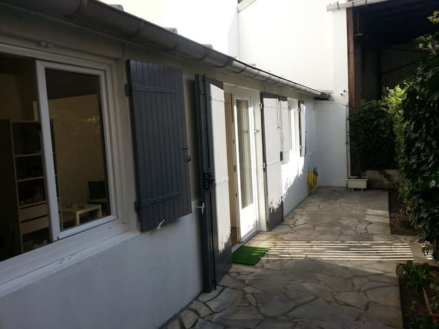 Studio 2 rooms close to Paris