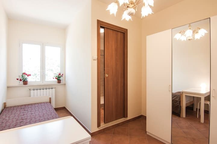 Single Room with bathroom, Frascati