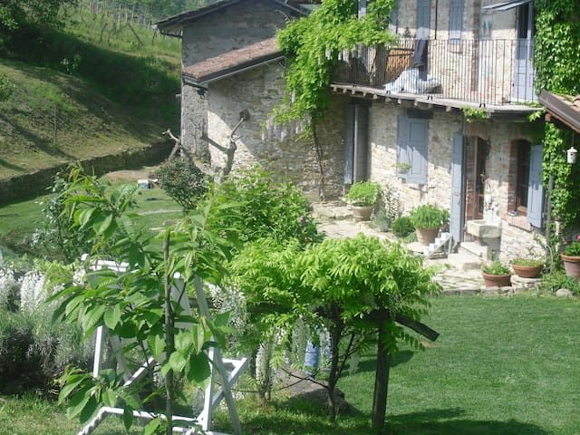 Nice ancient well restored country house, unique place! wonderful garden