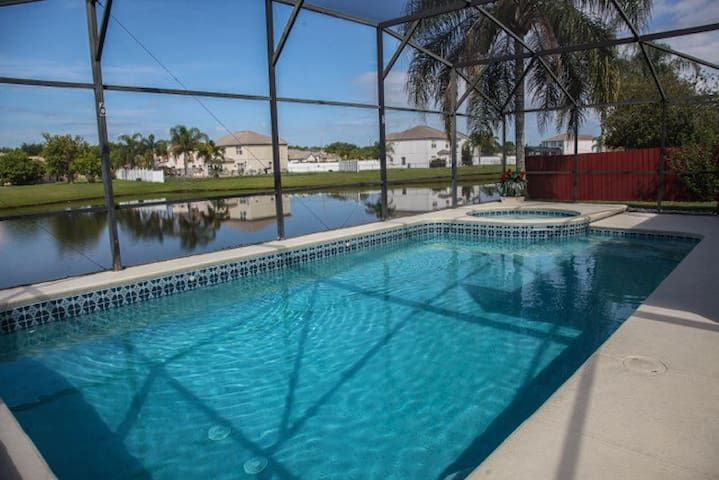 5 bed villa near Disney, with south facing pool