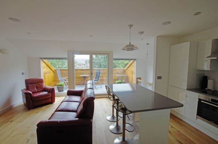 Luxury 3 bed apartment, town centre, roof terrace