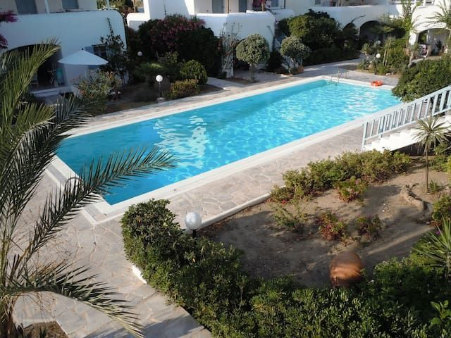 Mykonian 3 bedroom house steps from Ornos beach