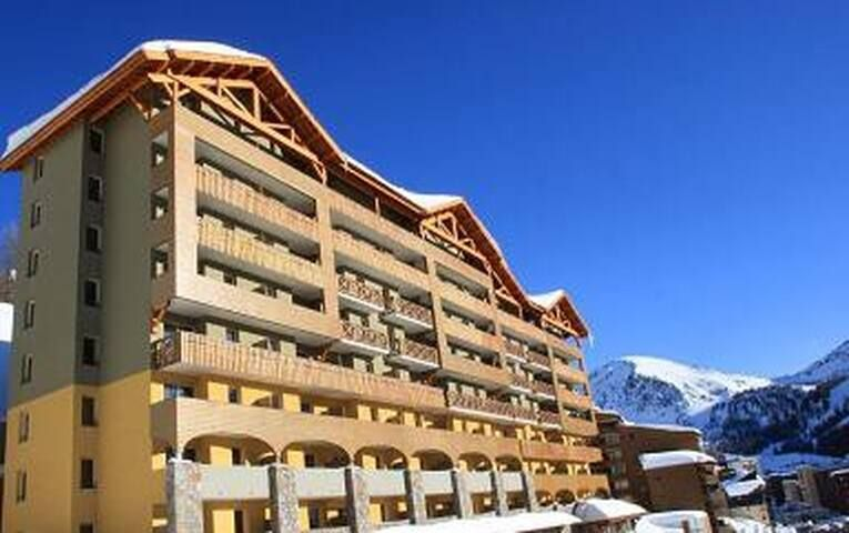 High Altitude Ski & Cyclisme Appartement - 4/6 avec piscine, spa Isola 2000