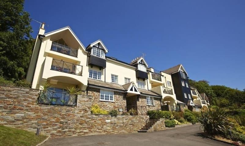Stunning 3 bed Apt  with Pool and close to Beaches