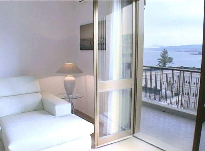 Apartment EOS by the sea of Reggio