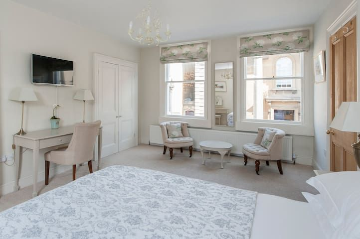 The Old Rectory Townhouse Centre of Bath Sleeps 8