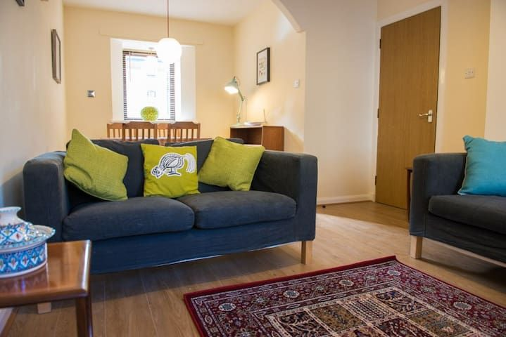 Quiet flat, superb location at the Shore (Leith)