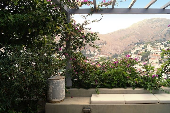 Majestic views with 100m2 garden