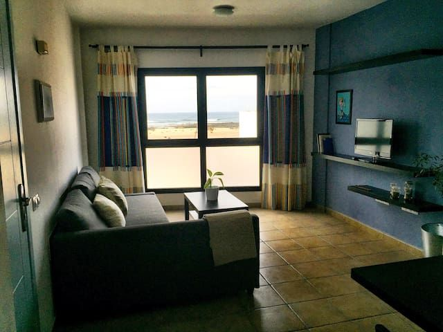 Sea view and ocean sound apartment in El Cotillo. Local hosts to attend guests