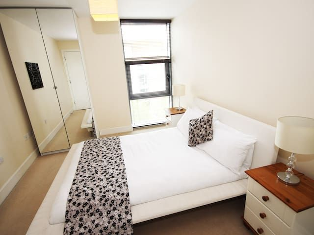 Amazing 2 Bed Apartment (A10)