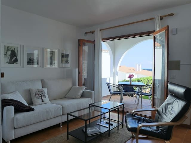 Bello apartamento con vistas al mar