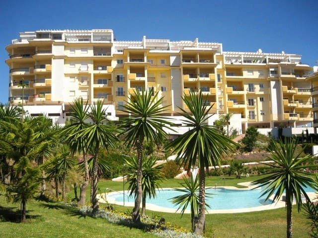 Ground floor apartment, La Cala beach 10 min walk.