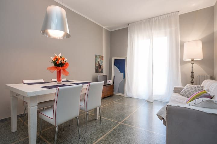 Sunny apartment with 2 bedrooms and 5 sleeps