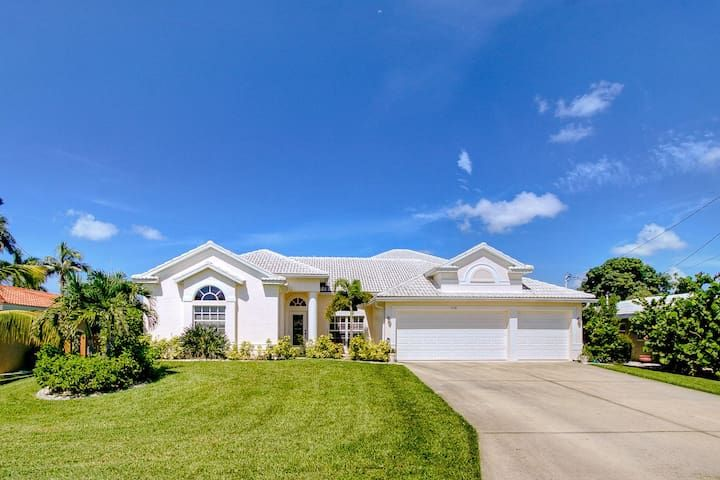 Cape Coral Beauty 4BR/4BA - Paradise with Sunset Dreams!