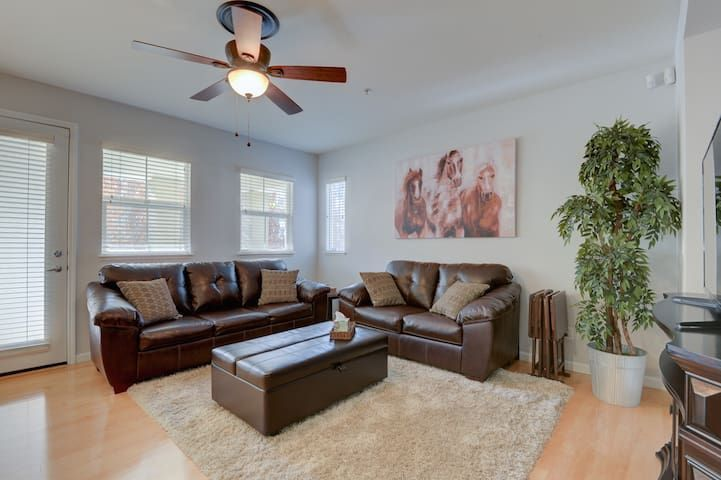 2BR Luxurious Townhouse