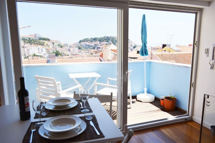 Heart of Lisbon - Small charming with Castle View