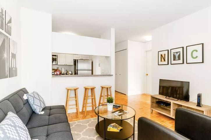 3 Minutes Walk to Times Square - Skyline View! - Two Bedroom Apartment, Sleeps 4