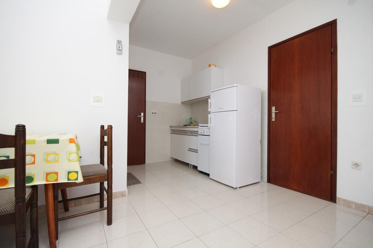 Two bedroom apartment near beach Metajna, Pag (A-6486-b)