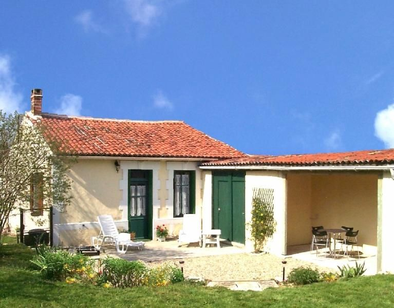 Delightful Charentaise cottage