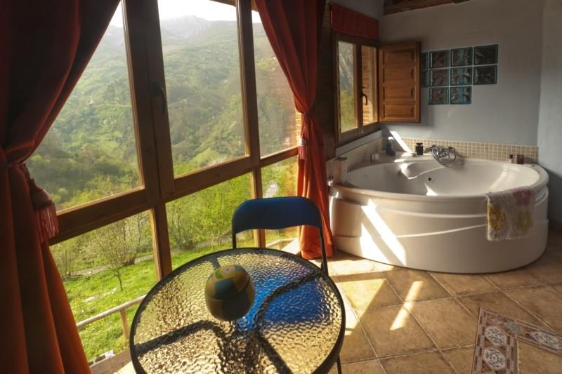 Jacuzzi in the mountains with views and fireplace