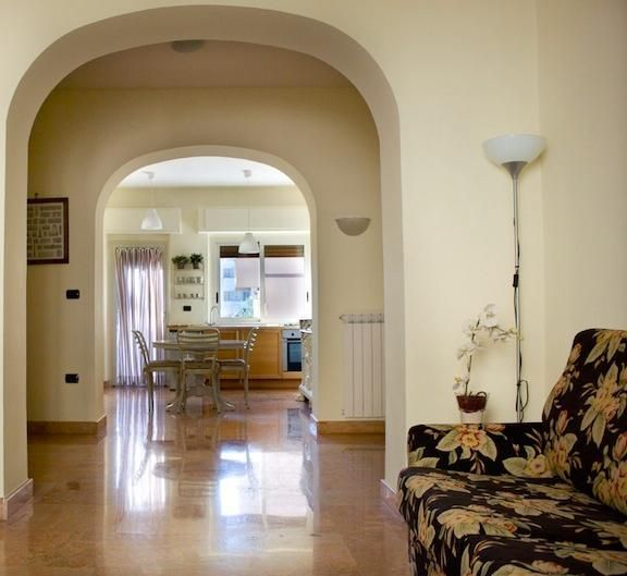 CasertaSuite: elegant and central apartment near the Royal Palace