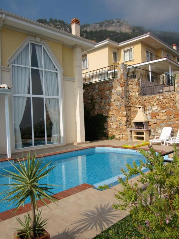 Villa (5* & 10 p.) with own pool and superb view
