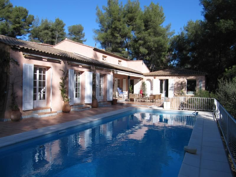 Villa Sena in Var - 5 Bedrooms - Sleeps 12