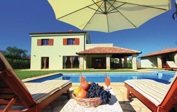 Luxury Villa San Lorenzo in a 3000 m2 large garden