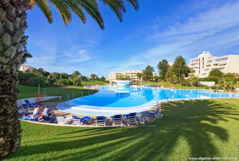 Alvor Holiday Apartment - XLarge pool, nr beach.