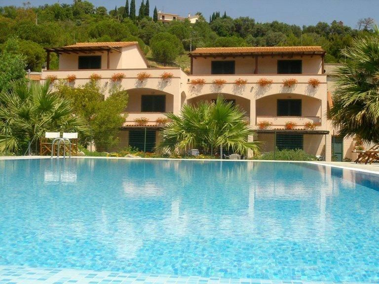 Delightful holiday apartments in Marina di Campo with private terraces and shared pool