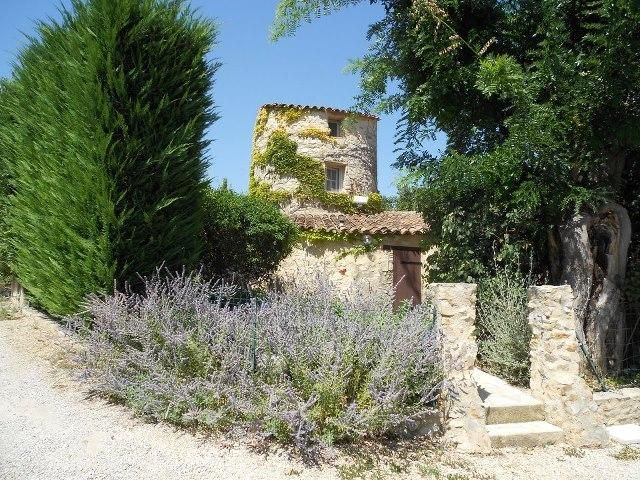 Holiday cottage for 5 between Luberon and Verdon