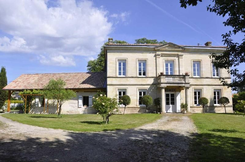 Self-catering  in stone house near Bordeaux