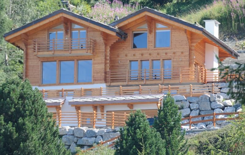 Luxury Chalet with hot tub near lifts and village