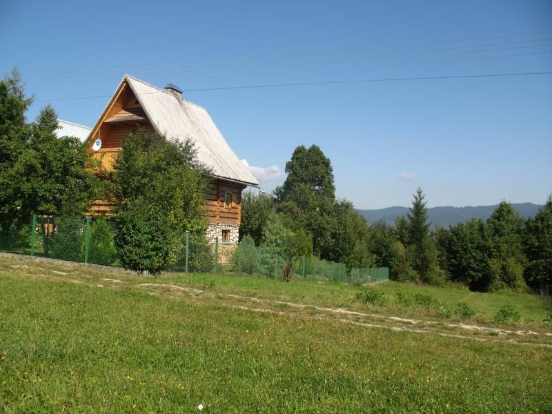 Wooden mountain house in undiscovered Pieniny NP
