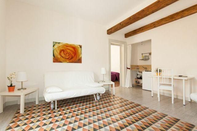 Two-room apartment at 80 meters from the sea between baroque palaces