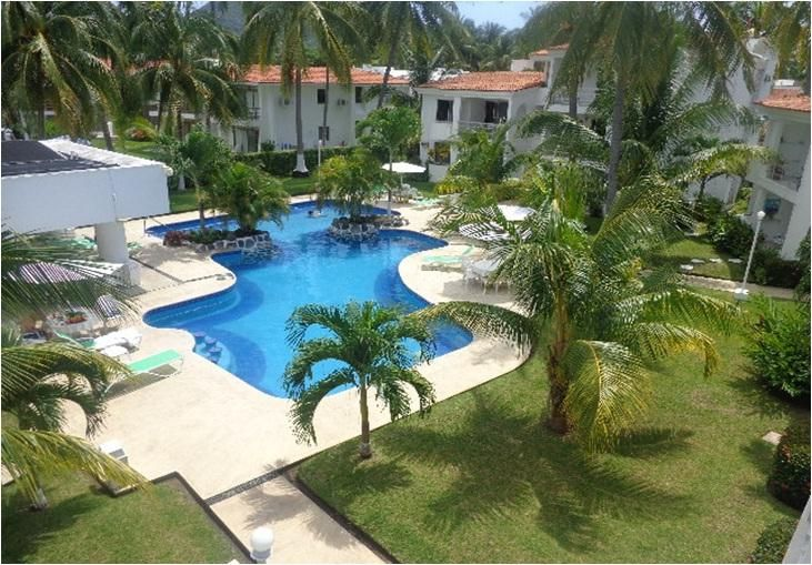 Manzanillo ground floor Condo 1 block from beach