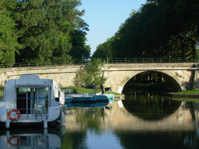 castel nautique houseboat renting Electric boats B