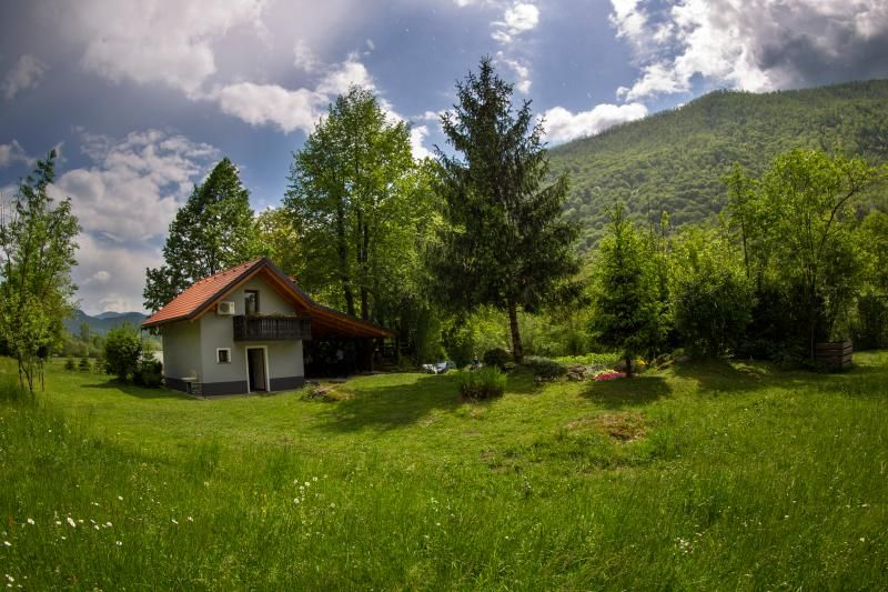 Cottage NA BIRU 1 by the Soca river